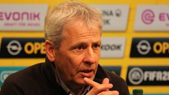 Trainer Lucien Favre spricht vor dem Bundesliga-Spiel des BVB gegen Borussia Mönchengladbach