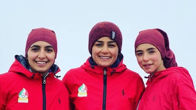 Samira Zargari (Mitte) konnte nicht mit ihrem Team nach Italien reisen
