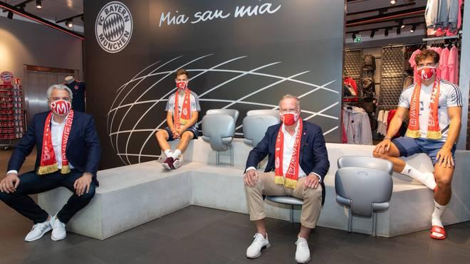 Der FC Bayern unterstützt die Initative von Joshua Kimmich (2.v.l.) und Leon Goretzka (r.)