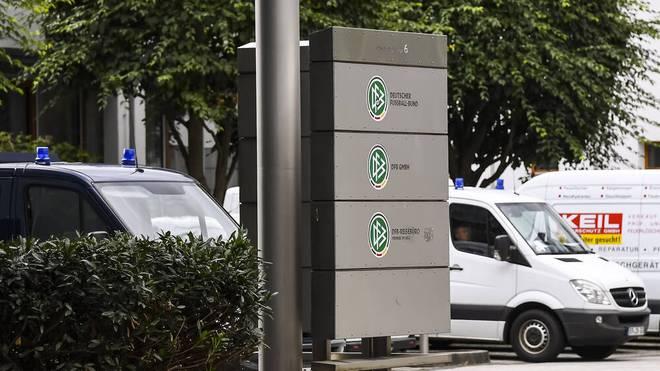 Die Steuerfahndung, die Polizei und das BKA durchsuchten die Zentrale des Deutschen Fussball Bundes