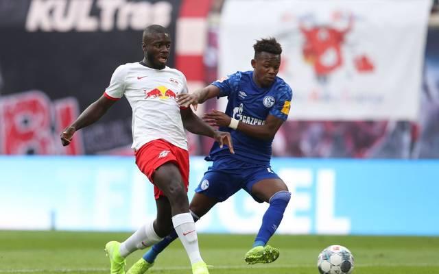 Dayot Upamecano im Hinspiel gegen Schalkes Rabbi Matondo