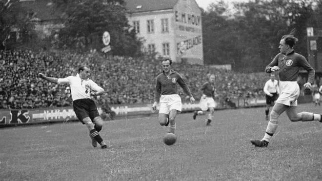 Die deutsche Meisterschaft 1944/45 wurde wegen des Zweiten Weltkriegs ausgesetzt