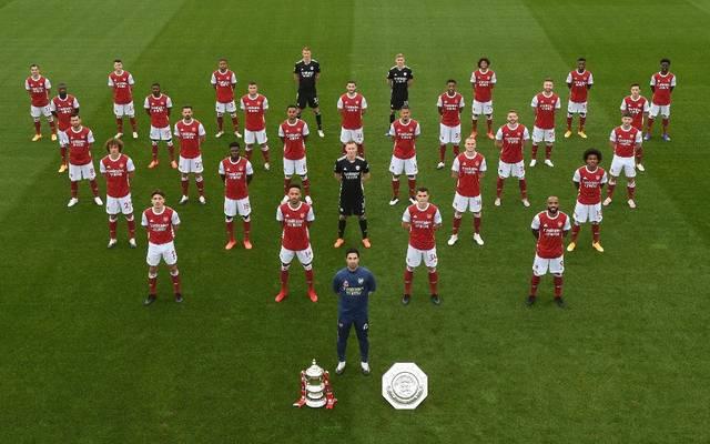 Auf dem Foto ist Mesut Özil in der rechten Reihe (Zweiter von oben) zu sehen
