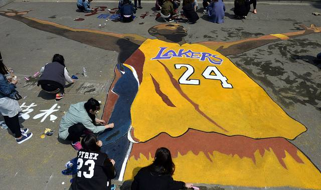 Studenten in China widmeten Kobe Bryant zu dessen letztem Karrierespiel in große Zeichnung