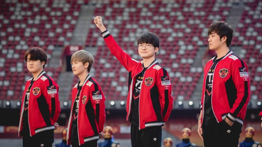 Der dreimalige League of Legends Weltmeister SKT T1 erscheint seit jeher in einem Mix aus Schwarz und Rot