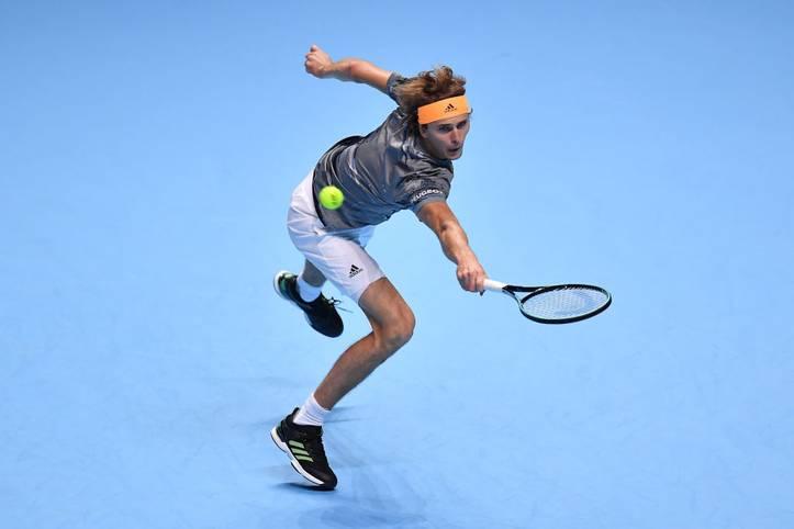 Im sechsten Anlauf hat es endlich geklappt. Alexander Zverev knackt bei den ATP Finals in London endlich auch Superstar Rafa Nadal. Die Mission Titelverteidigung hätte für den Deutschen nach einem durchwachsenen Jahr nicht besser beginnen können. In seinen vergangenen drei Finals-Matches schlug er nun hintereinander Roger Federer, Novak Djokovic und Nadal