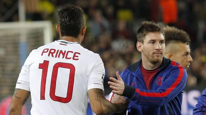 Kevin-Prince Boateng beim Handshake mit Lionel Messi im Jahr 2013
