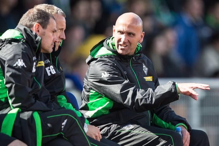 Für Trainer Andre Schubert (r.) und seine Mönchengladbacher Borussia, geht es in den Champions-League-Playoffs bei den Young Boys Bern gleich ans Eingemachte