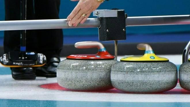 Die deutschen Curlerinnen holen Sieg gegen Kanada