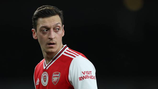 Mesut Özil steht noch ein Jahr beim FC Arsenal unter Vertrag