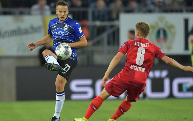 BIELEFELD, GERMANY - SEPTEMBER 27: Cedric Brunner (L) of Bielefeld and  Santiago Ascacibarof  Stuttgart fight for the ball during the Second Bundesliga match between DSC Arminia Bielefeld and VfB Stuttgart at Schueco Arena on September 27, 2019 in Bielefeld, Germany. (Photo by Thomas F. Starke/Bongarts/Getty Images)