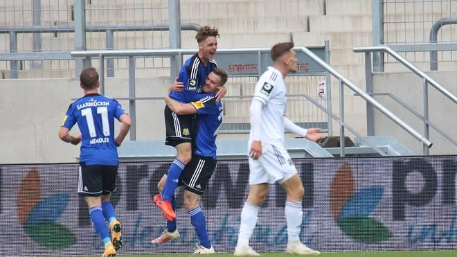 Der 1.FC Saarbrücken bejubelte in der Nachspielzeit den Siegtreffer von Sebastian Jacob