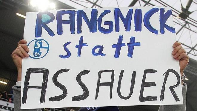 Ein Hannover-Fan setzt sich aus der Ferne dafür ein, dass beim FC Schalke 04 nicht Trainer Ralf Rangnick, sondern Manager Rudi Assauer den Verein verlässt