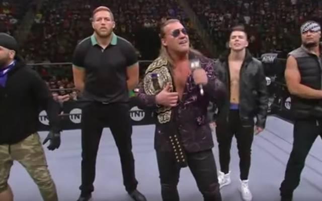 Chris Jericho (M.) präsentierte bei AEW Dynamite seinen Inner Circle: Ortiz, Jake Hager, Sammy Guevara und Santana (v.l.)