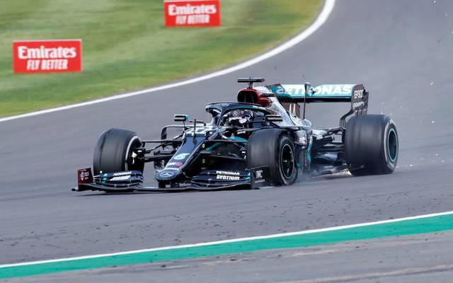 Lewis Hamilton gewann trotz Reifenschadens das Rennen in Silverstone