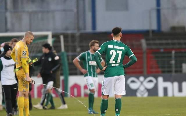 Die Spieler des VfB Lübeck sind nach der Pleite gegen Meppen bedient