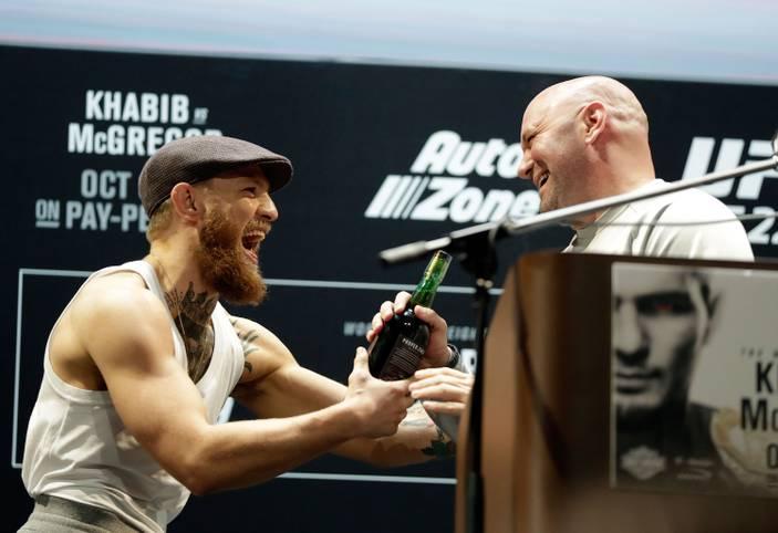 Ihre Großveranstaltungen sind Mega-Events, auch in Deutschland fiebert mittlerweile ein breites Publikum mit Conor McGregor und Co. Die Kampfsport-Liga UFC ist ein globales Phänomen geworden, ihre Mutterfirma Zuffa mehrere Milliarden Dollar wert – immer wieder aber überschatten Skandale ihren Erfolg.
