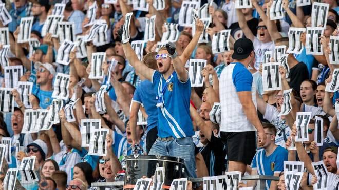 Fans des Chemnitzer FC protestieren für den entlassenen Daniel Frahn