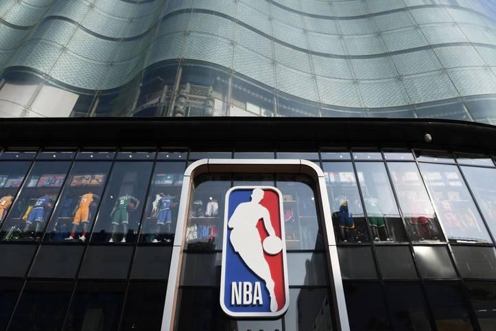 """Nicht erst seit dem Siegeszug des mathematisch-gestützten """"Moneyball"""" wird die Datenanalyse in nahezu allen Teamsportarten immer wichtiger. Auch in der NBA wird händeringend die perfekte Balance zwischen Preis und Leistung gesucht. Allzu oft misslingt dieses Unterfangen - doch es geht auch anders"""