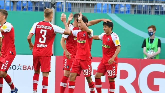 Der SC Freiburg zieht gegen den SV Waldhof Mannheim souverän in die zweite Runde des DFB-Pokals ein