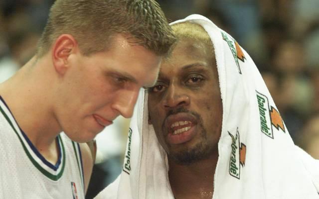 Dennis Rodmans (r.) Zeit bei den Mavericks ist auch Dirk Nowitzki (l.) nachhaltig in Erinnerung geblieben