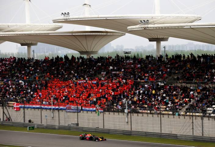 Spektakel beim Großen Preis von China. Auf dem Shanghai International Circuit steigt das dritte Formel-1-Rennen der Saison und die Silberpfeile gehen mit einer Doppel-Pole ins Rennen. SPORT1 präsentiert die Bilder zum China-GP