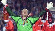 Manchester United goalkeeper Peter Schmeichel jubilates, 26 May 1999 at the Camp Nou Stadium in Barcelona after winning the soccer final Champions League against Bayern Minich. Manchester United won 2-1.(ELECTRONIC IMAGE) (Photo by Eric CABANIS / AFP) (Photo by ERIC CABANIS/AFP via Getty Images)