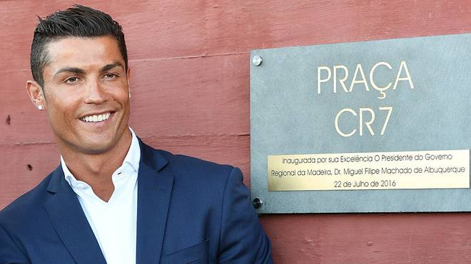 Cristiano Ronaldo vor seinem Hotel Pestana CR7 Funchal
