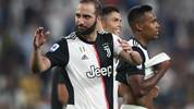 Juventus' Argentinian forward Gonzalo Higuain celebrates at the end of during the Italian Serie A football match Juventus vs Napoli on August 31, 2019 at the Juventus stadium in Turin. (Photo by Isabella Bonotto / AFP)        (Photo credit should read ISABELLA BONOTTO/AFP/Getty Images)