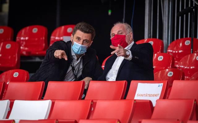 Uli Hoeneß (r.) ist begeistert von den Leistungen des FC Bayern