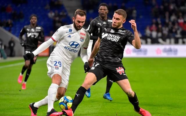 Lucas Tousart (l.) verfolgt die sportliche Situation bei Hertha BSC genau