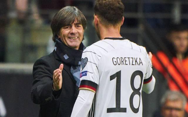 Joachim Löw (li.) und einer seiner Lieblingsspieler Leon Goretzka