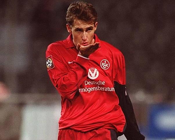 MIROSLAV KLOSE: Vor seinem großen Durchbruch kickt Miroslav Klose in der vierten Liga bei Homburg. 1999 wechselt er zum 1. FC Kaiserslautern, wo seine Karriere Fahrt aufnimmt. 2014 krönt er sie mit dem WM-Titel