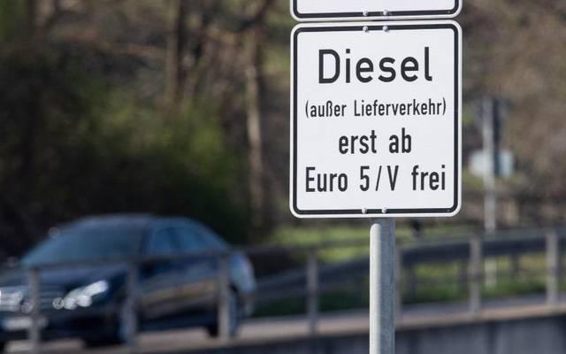 In der Stuttgarter Umweltzone gilt schon ein Fahrverbot für Dieselautos mit Euro 4 oder schlechter. Über eine Ausweitung auf Euro-5-Modelle wird nachgedacht