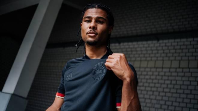 Serge Gnabry im neuen DFB-Jersey