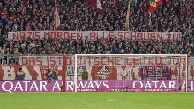 Mit diesem Transparent reagierten die Fans des FC Bayern auf den Terroranschlag von Hanau