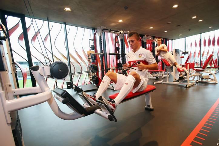 """Talente finden, Talente ausbilden, sie zu Profis formen - und dabei Erfolg haben: Das ist die Idealvorstellung aller Bundesliga-Klubs. Wer aber setzt sie am besten um? Das """"International Centre für Sports Studies"""" in der Schweiz hat genauer hingeschaut"""