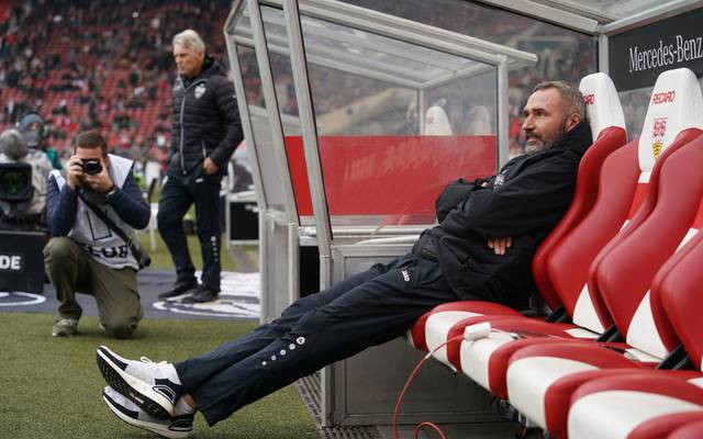 STUTTGART, GERMANY - NOVEMBER 24: Tim Walter, head coach of Stuttgart during the Second Bundesliga match between VfB Stuttgart and Karlsruher SC at Mercedes-Benz Arena on November 24, 2019 in Stuttgart, Germany. (Photo by Thomas Niedermueller/Bongarts/Getty Images)