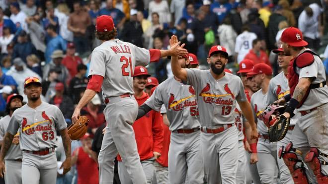 Die St. Louis Cardinals feiern ihren 3:2-Sieg gegen die Chicago Cubs.