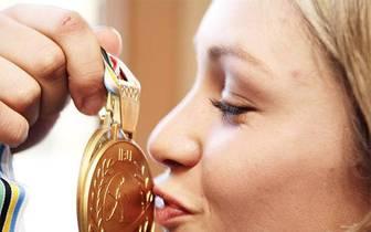 Trotz ihrer erst 25 Jahre gehört Neuner zu den erfolgreichsten deutschen Biathletinnen aller Zeiten. Gleich bei ihrer ersten WM-Teilnahme in Antholz 2007 erobert sie drei Goldmedaillen