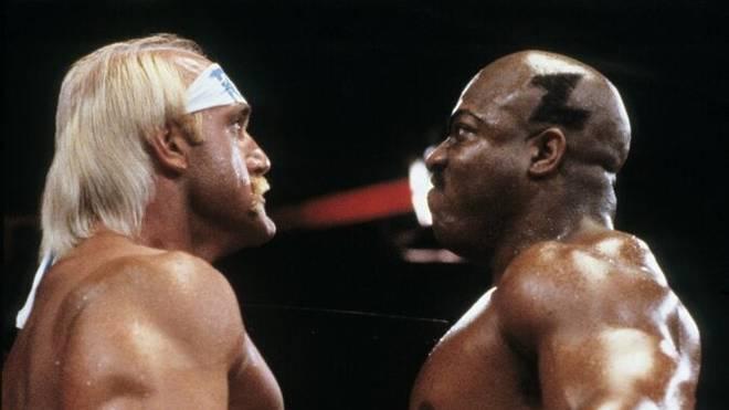 """Tiny Lister Jr. (r.) spielte in """"Hulk Hogan - Der Hammer"""" und bei WWE den Charakter Zeus"""