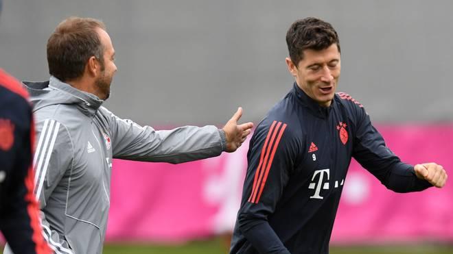 Robert Lewandowski (r.) wird dem FC Bayern mindestens vier Wochen fehlen