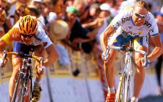 Voigts Karriere als Profi beginnt 1997 beim australischen Radsportteam ZVVZ-GIANT-AIS. Nur ein Jahr später wechselt er zur französischen Mannschaft GAN (Ende 1998 erfolgt die Namensänderung in Credit Agricole) und absolviert 1998 seine erste Tour de Franc