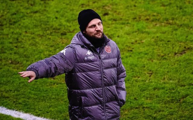 Trainer Bo Svennson vom 1. FSV Mainz 05  unterlag dem VfL Wolfsburg