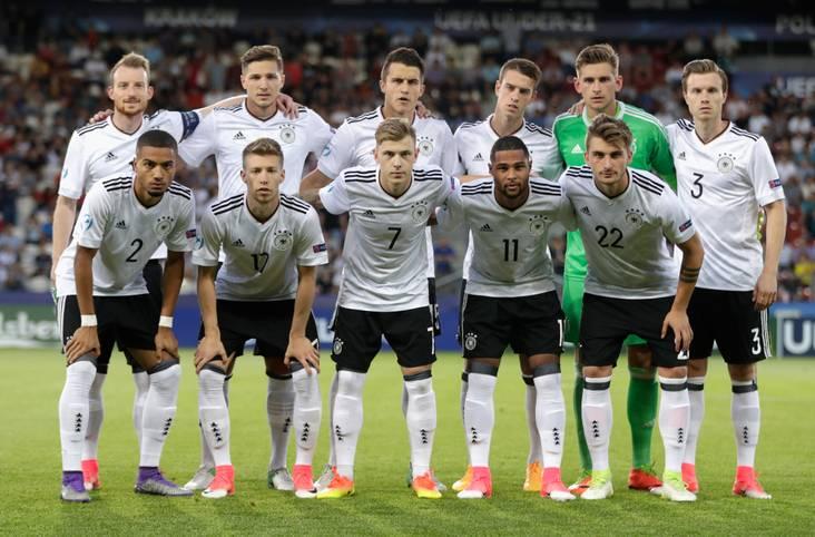 Sie haben es tatsächlich geschafft: Die deutsche U21-Nationalmannschaft gewinnt in Polen den EM-Titel. Das Team von Trainer Stefan Kuntz besiegt im Finale von Krakau Topfavorit Spanien mit 1:0 (1:0). SPORT1 mit der Einzelkritik