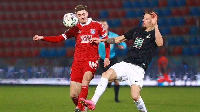Unterhaching (in rot) feierte gegen Kaiserslautern einen Sieg