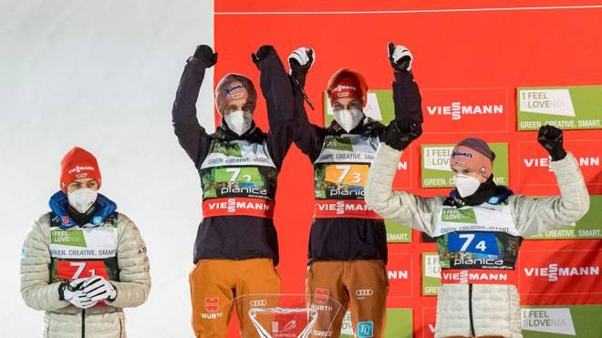 Costantin Schmid, Pius Paschke, Markus Eisenbichler und Karl Geiger (v.l.) holten im Teamspringen Silber