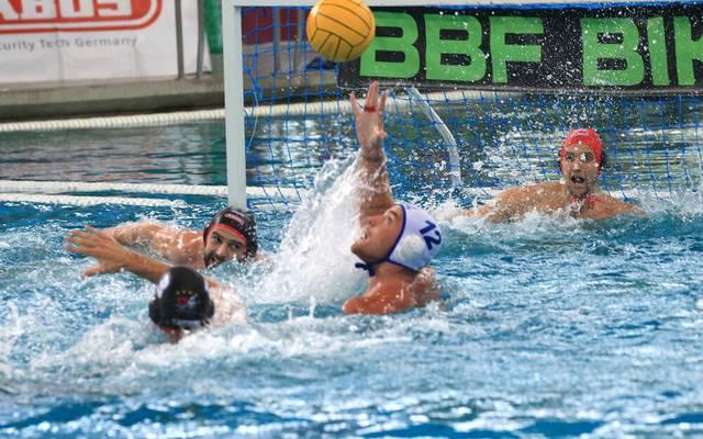 Waspo 98 Hannover feiert die deutsche Wasserball-Meisterschaft gewonnen