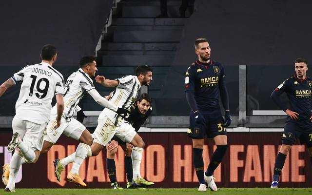 Hamza Rafia (3.v.l.) schiesst Juventus Turin zum Sieg