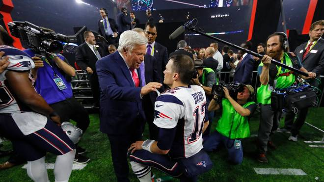 Robert Kraft und Tom Brady nach dem Super-Bowl-Sieg der Patriots 2017